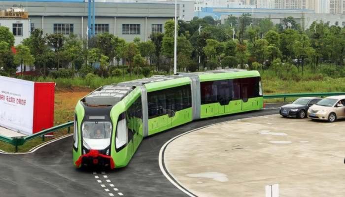 Çində relssiz və naqilsiz hərəkət edən tramvay hazırlanıb