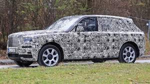 Rolls-Royce şirkəti Cullinan modelinin ilk tizerini dərc edib