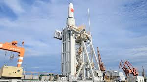 Çin ilk dəfə dənizdən kosmosa raket buraxıb