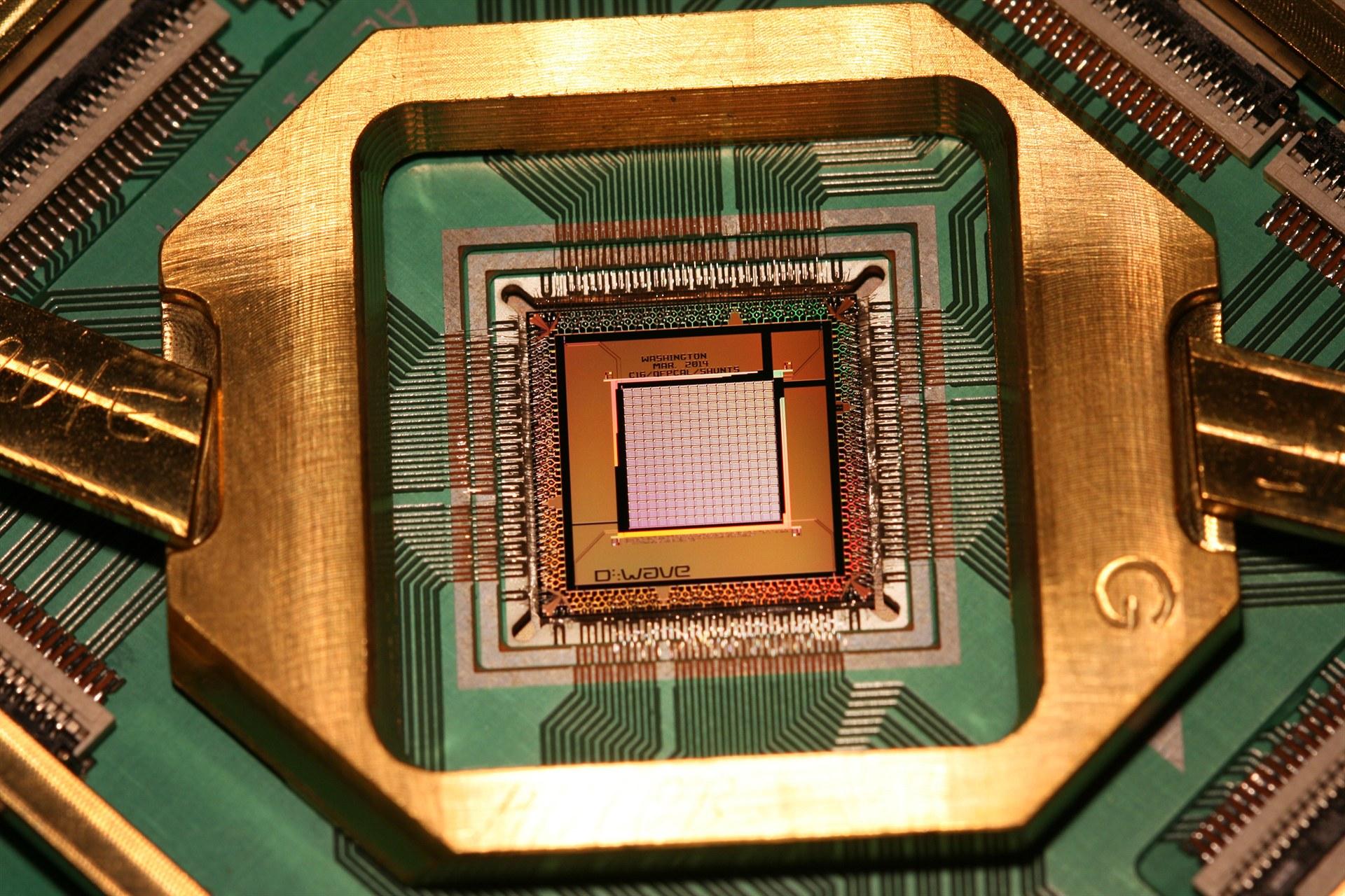 """Google"" 72 kubitlik kvant kompüteri yaratdı"