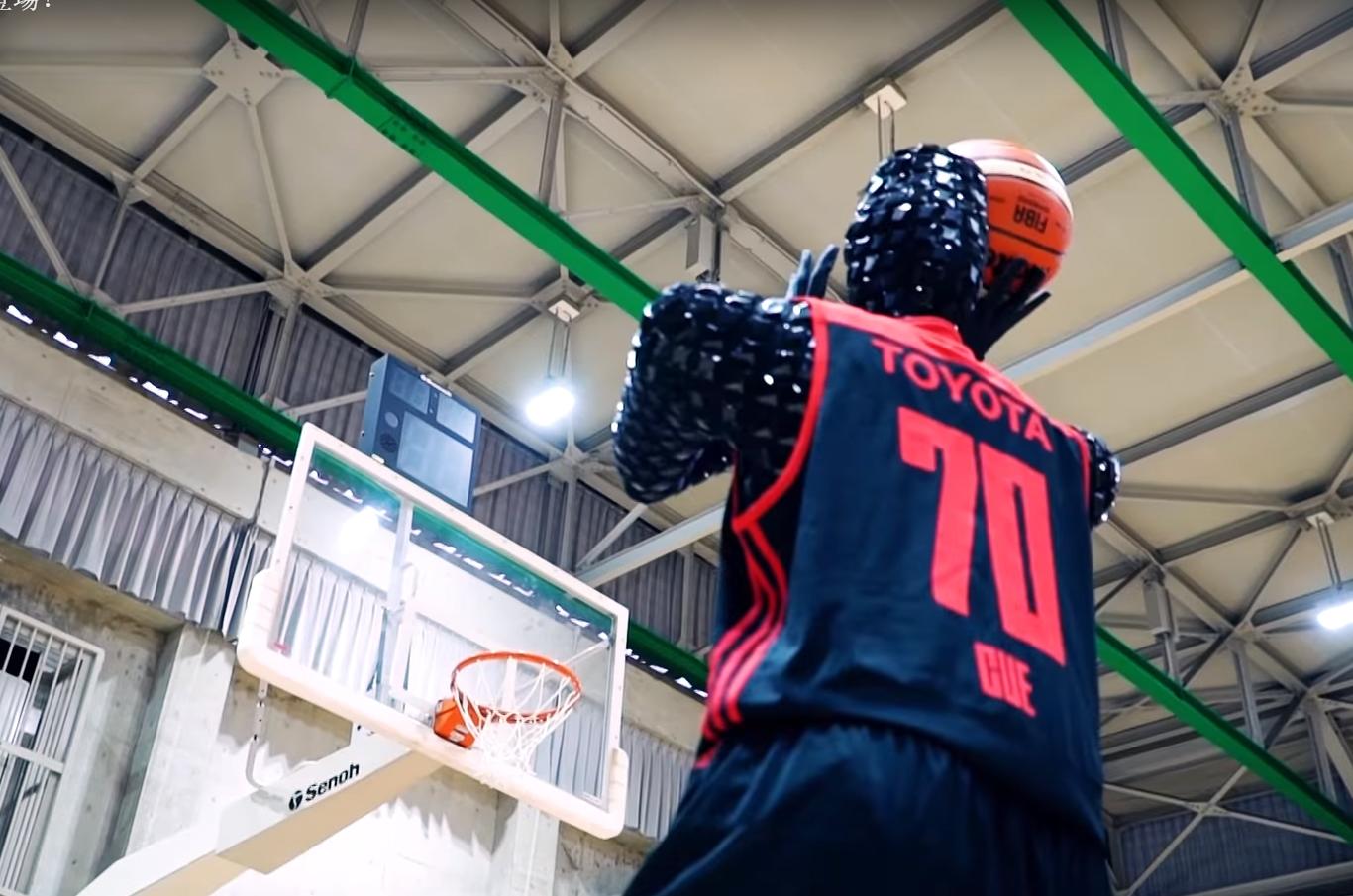Basketbolçu robot atışları insandan daha dəqiq yerinə yetirir