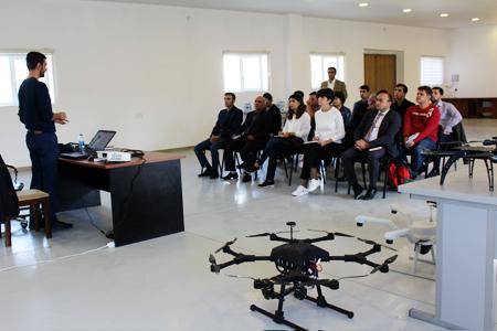 Yüksək Texnologiyalar Parkında dronların idarəedilməsinə dair təlimlərə başlanılıb