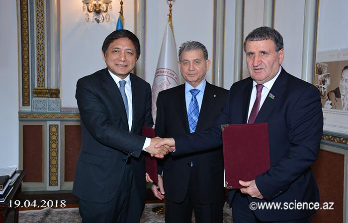 Pekin Xarici Dillər Universiteti arasında anlaşma memorandumu imzalanıb