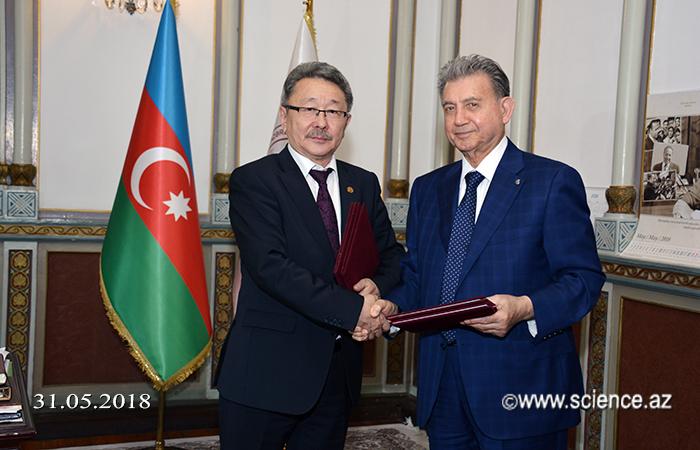 AMEA ilə Monqolustan Elmlər Akademiyası arasında elmi əməkdaşlıq haqqında saziş imzalanıb