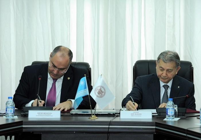 AMEA ilə Dövlət Gömrük Komitəsi arasında anlaşma memorandumu imzalanıb