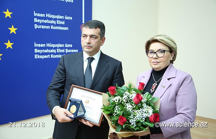 """""""Professor Rövşən Mustafayev""""adına medal təqdim edilib"""