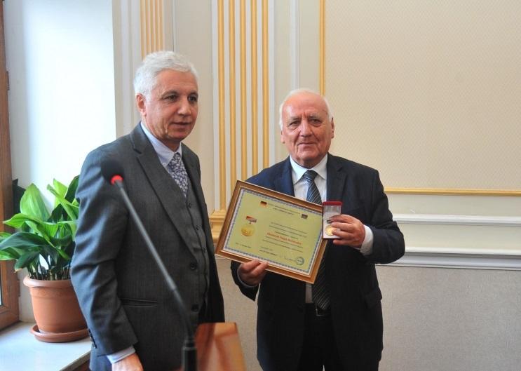 """Akademik Yaqub Mahmudov """"Dostluq"""" medalı ilə təltif olunub"""