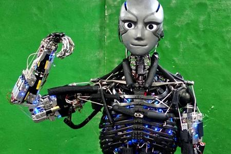 Bədənini soyutmaq üçün tərləyə bilən robot yaradılıb