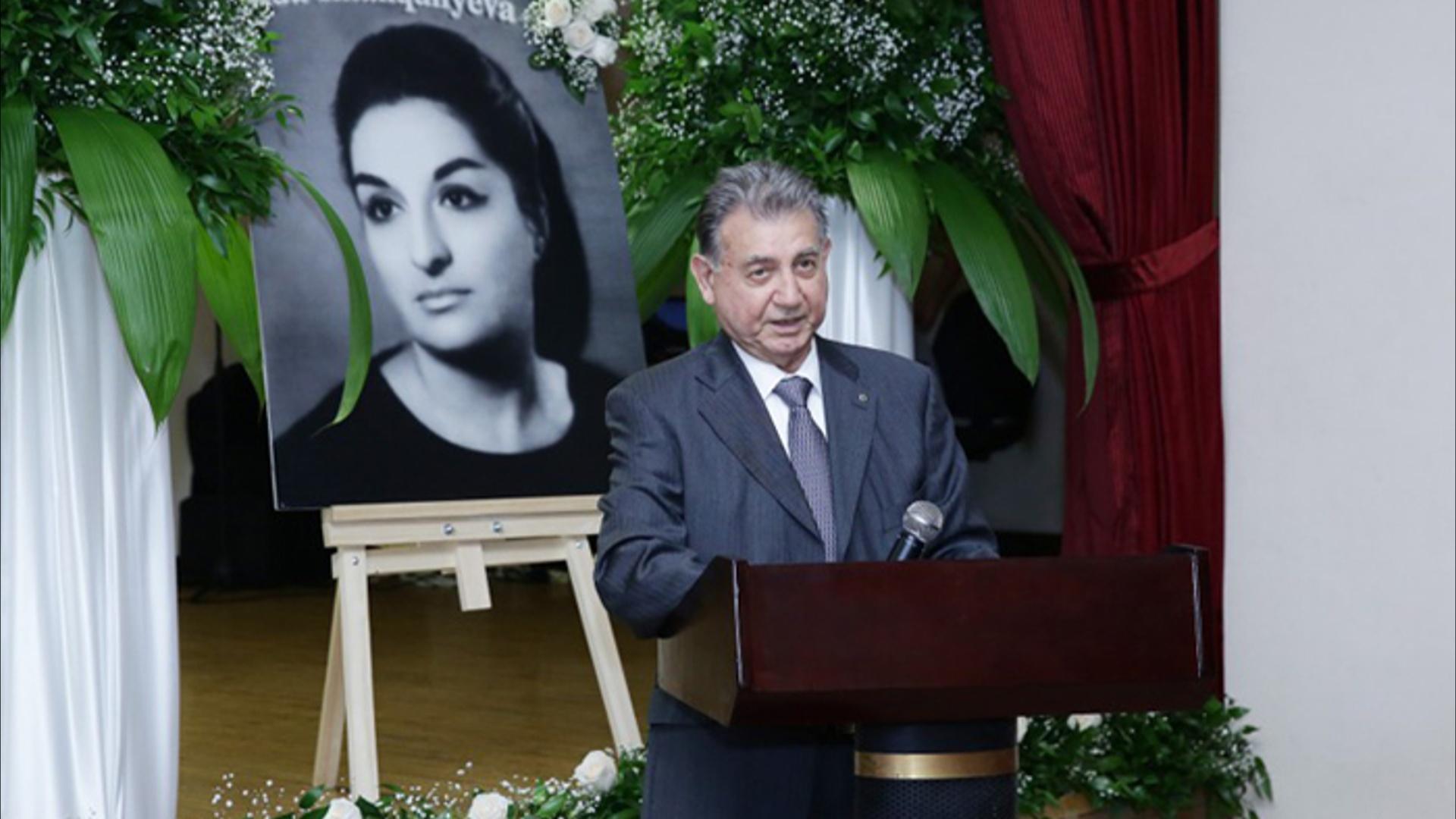 """""""Unudulmaz məzun - Aida İmanquliyeva"""" kitabının təqdimatı olub"""