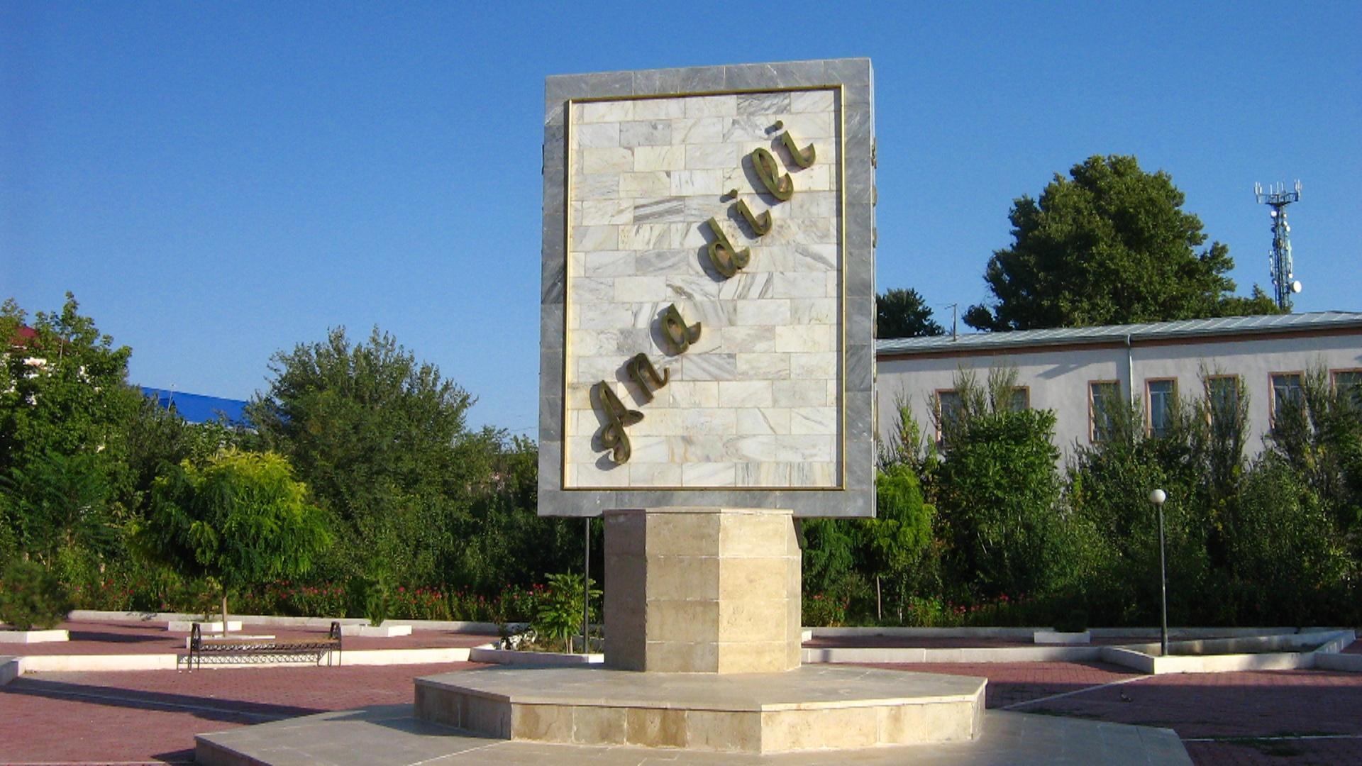 Azərbaycan dilinin qorunması hamımızın vəzifəsidir