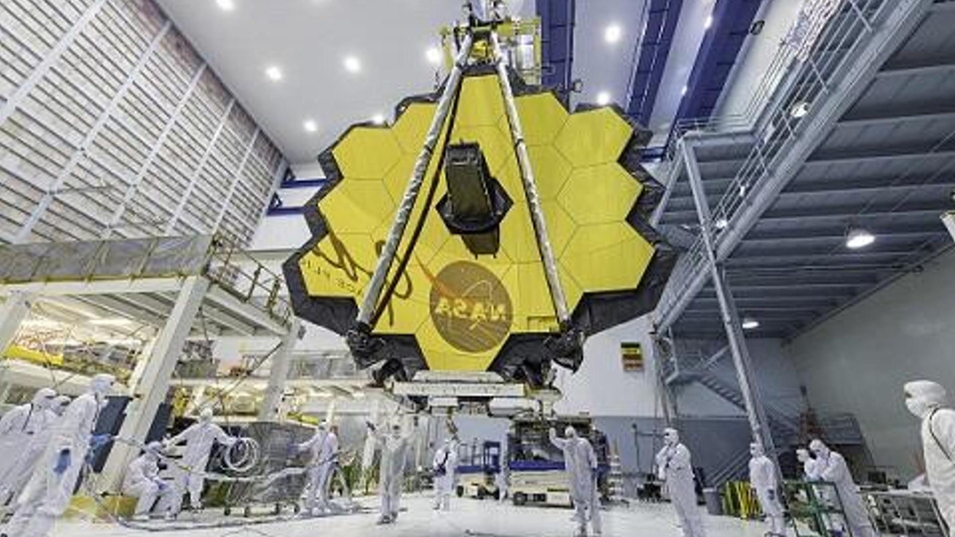 NASA 10 milyardlıq nəhəng teleskopu orbitə göndərir