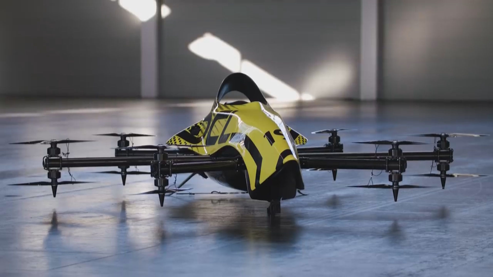 Dünyanın ilk sərnişin daşıyan dronu nümayiş etdirilib