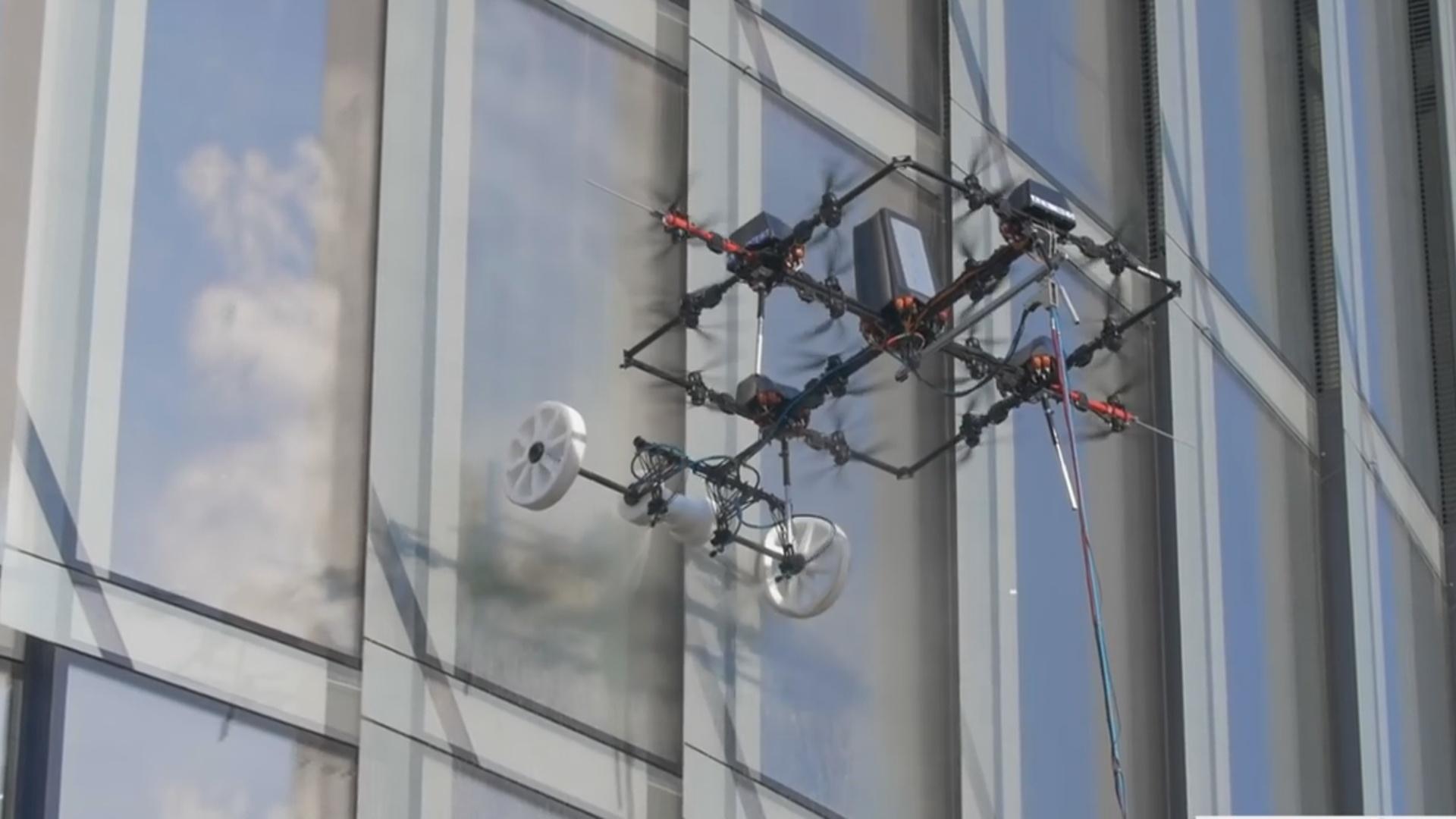 Bu dron sənaye alpinistlərini əvəz edəcək