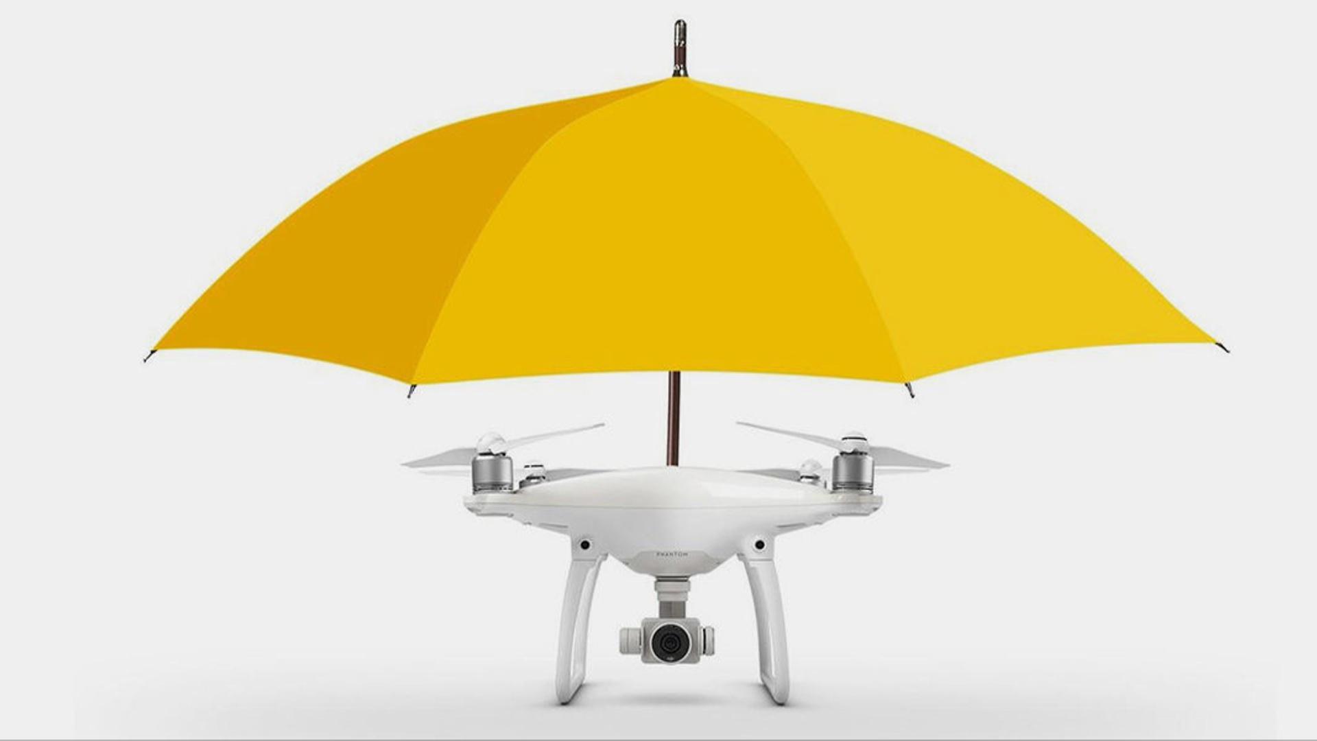 Dron-çətir istifadəçini izləyərək yağış və günəşdən qoruyur