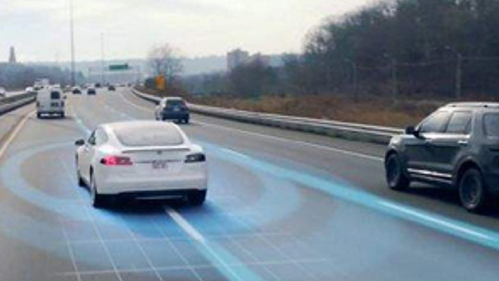 Elektrik avtomobillərini enerji ilə dolduran ilk yol istifadəyə verilib