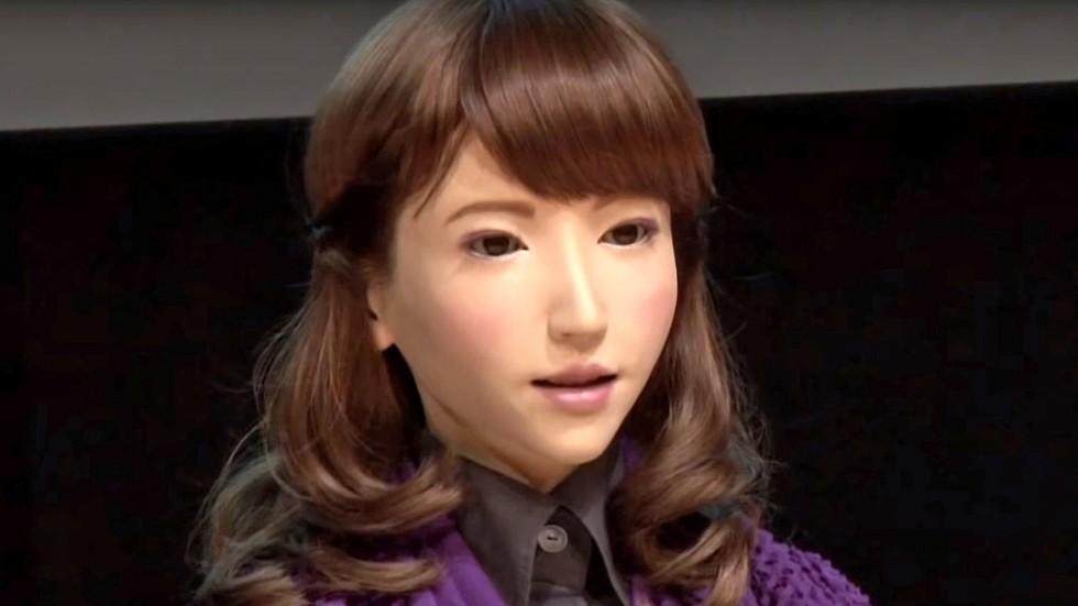 Robot Erika dəb dünyasına qatılır