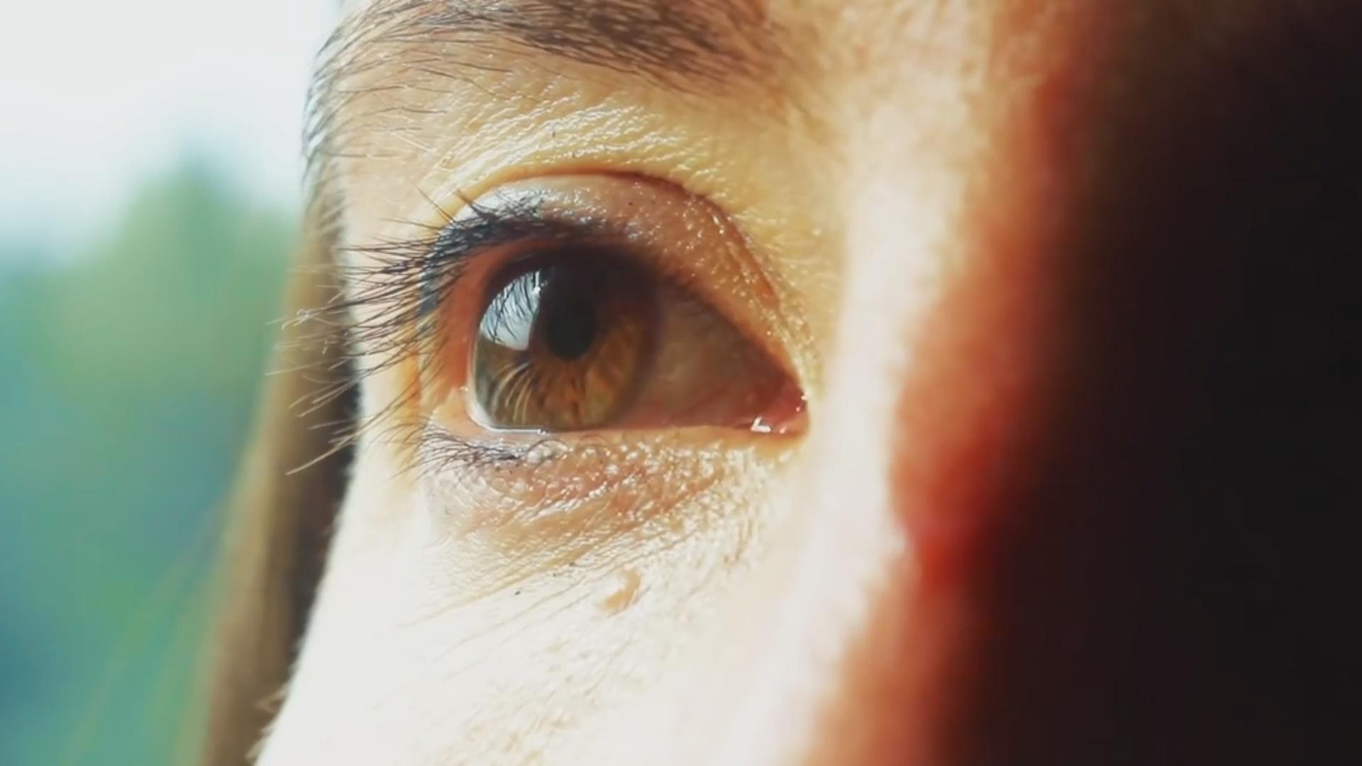 Nanorobotlar göz daxilində toxumaları zədələmədən hərəkət edə bilir
