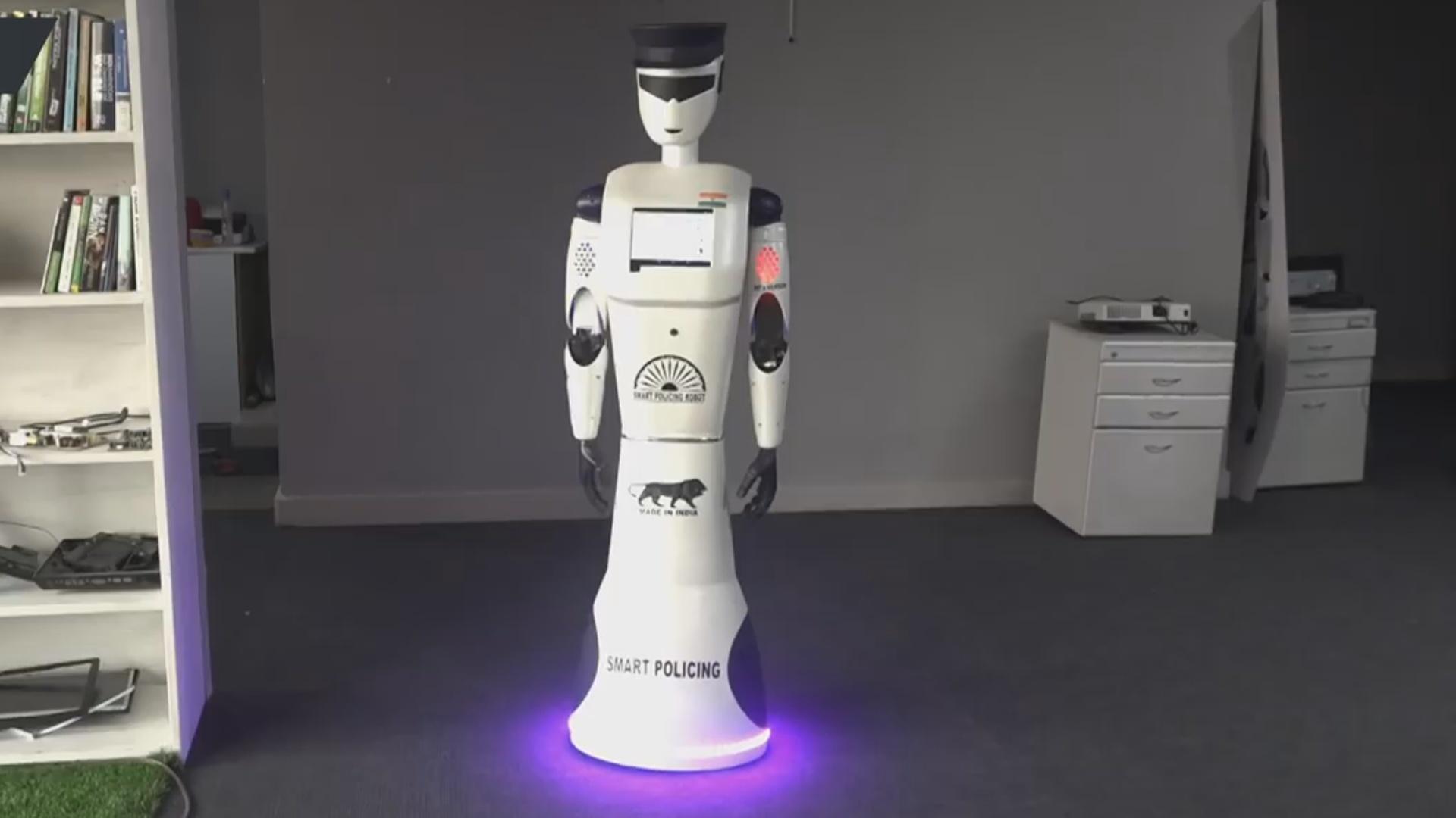 Hindistanda dünyanın ilk robot polisi təqdim edilib