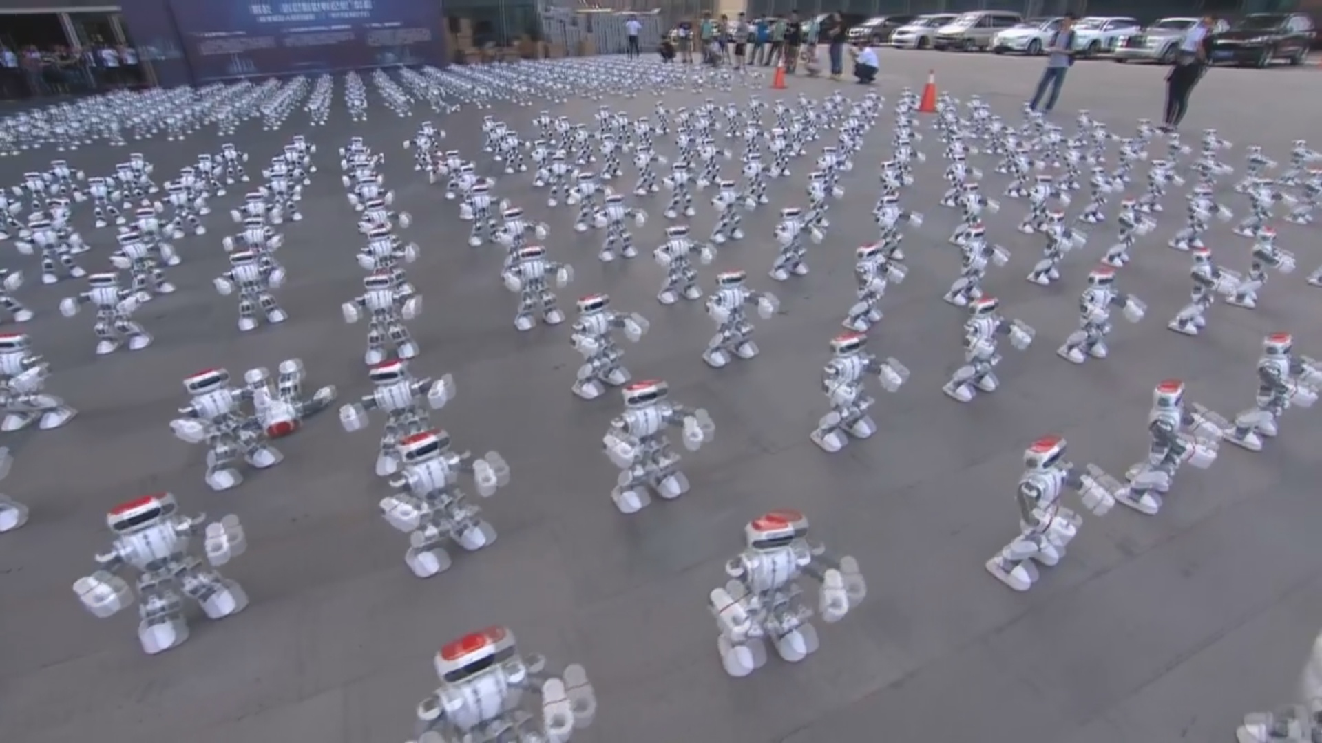 Kütləvi robot rəqsi üzrə rekord yenilənib