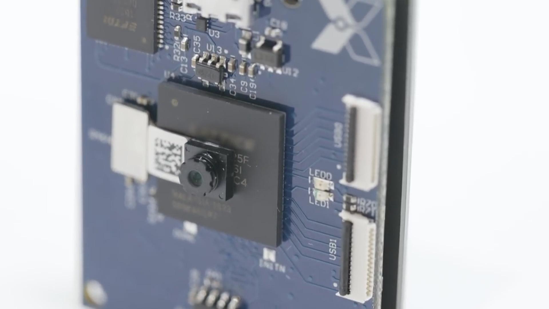 Süni intellekt sisteminə malik videokamera günəş enerjisi ilə çalışır