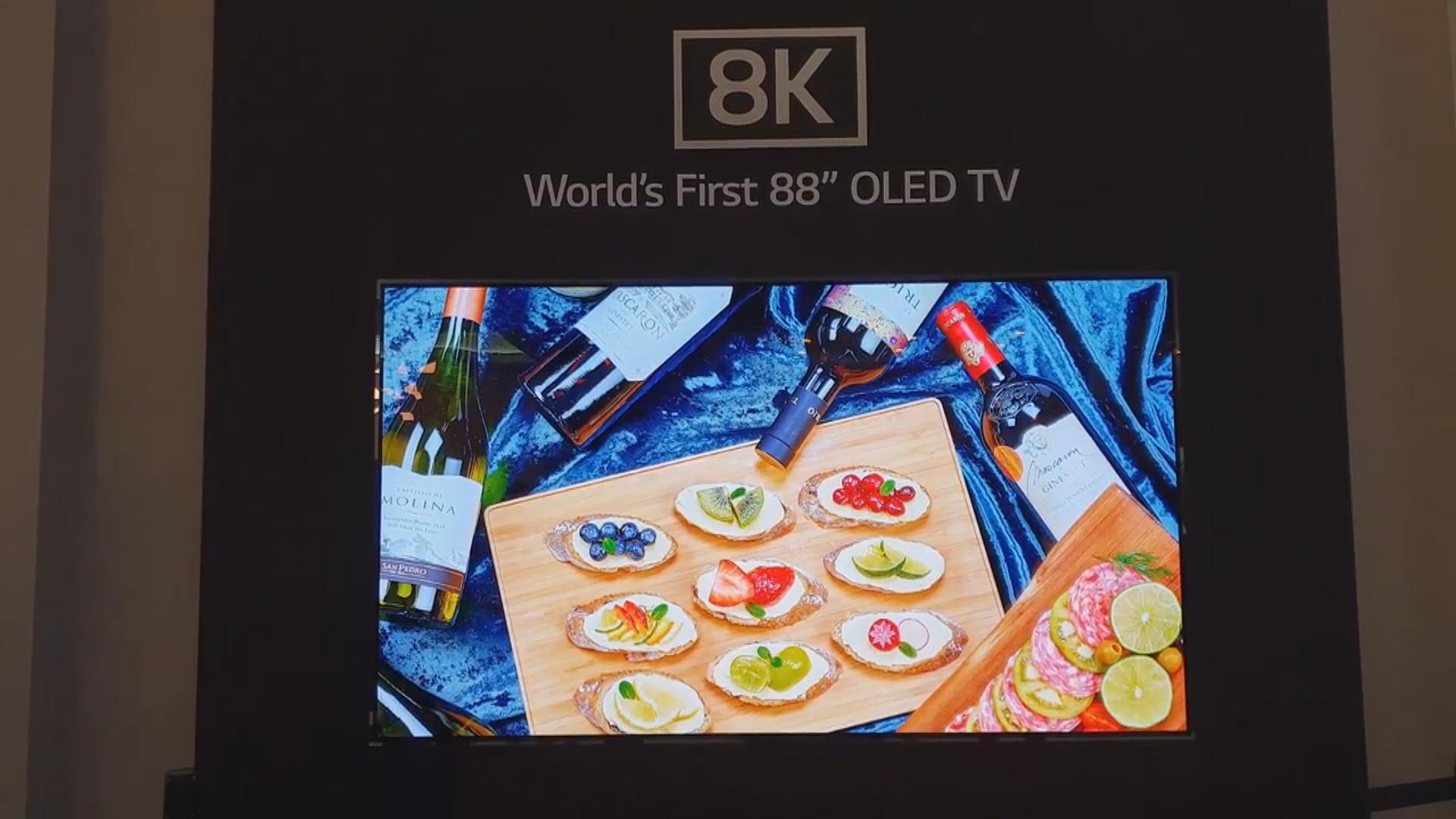 İlk 8K təsvir ölçülü OLED televizor nümayiş olunub