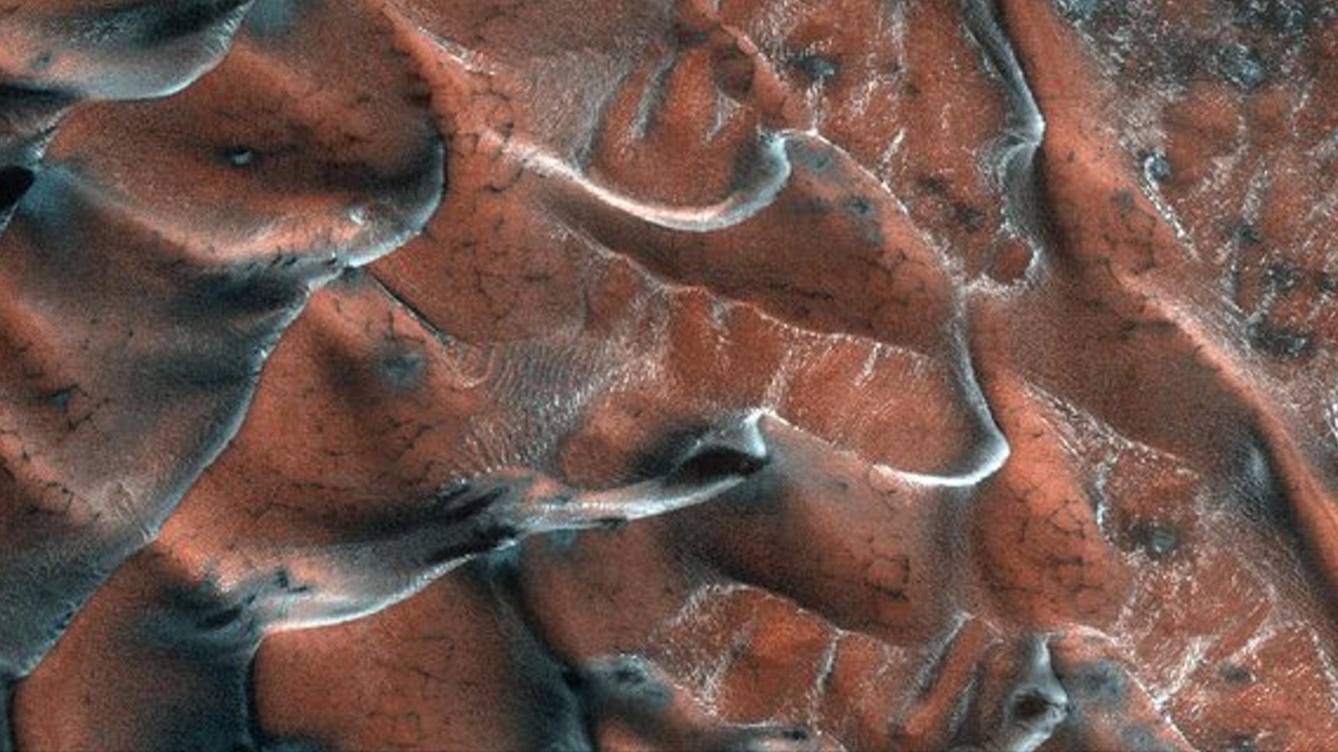 NASA Marsdan çəkilən yeni fotoları yayımlayıb
