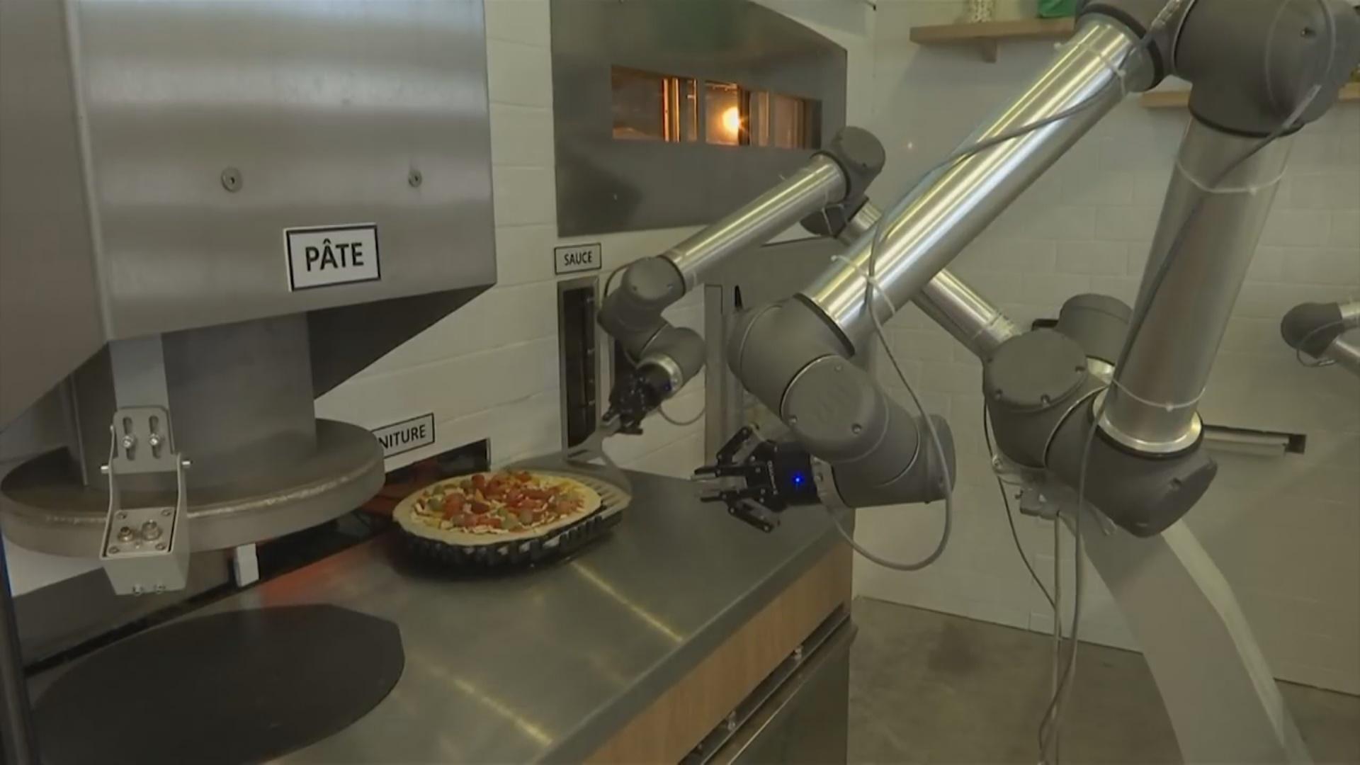 Pizza ustası robot italiyalı şef aşbazları geridə qoya bilər