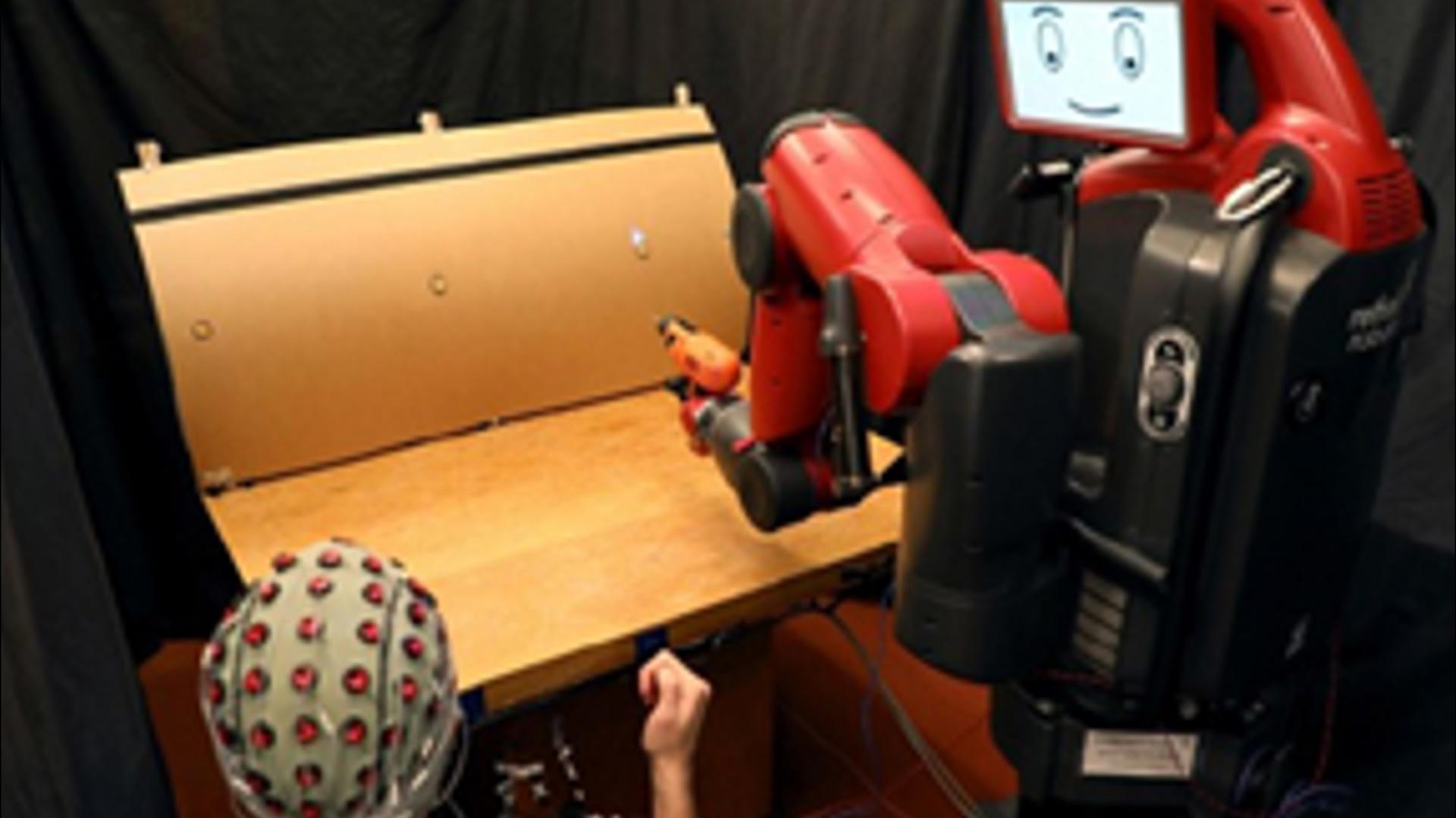 Robot beyin dalğaları vasitəsilə idarə ediləcək