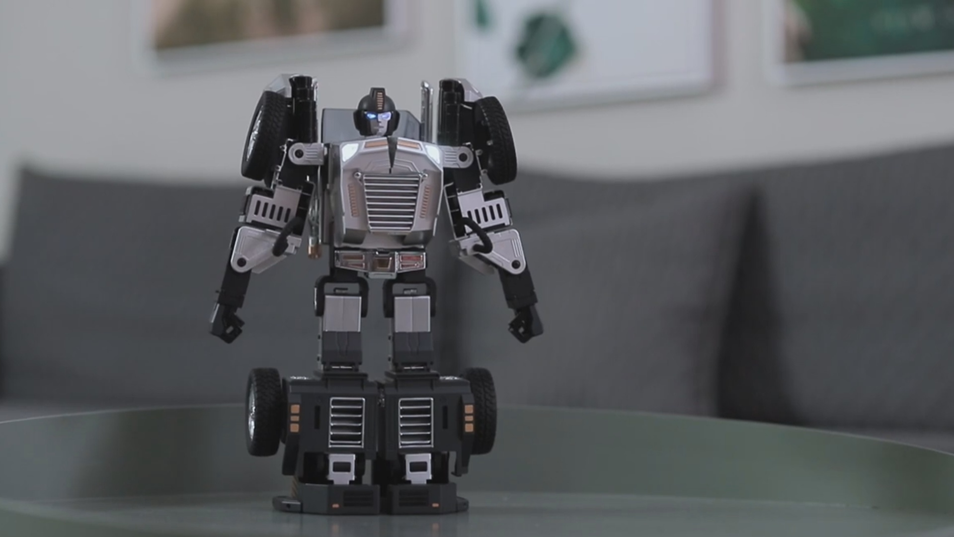 """""""Ağıllı"""" robot-transformer avtomobilə çevrilə bilir"""