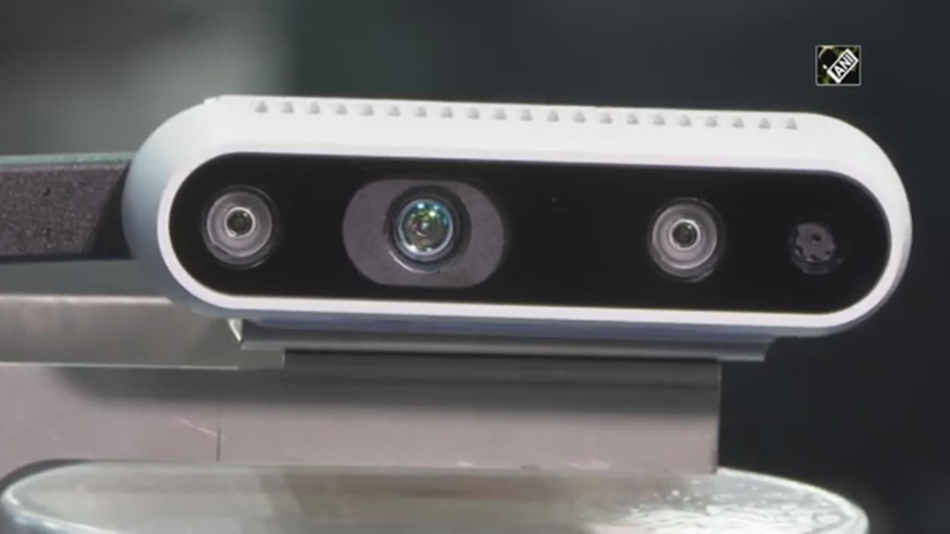 Bu robot görmə məhdudiyyəti olanlara bələdçilik edəcək