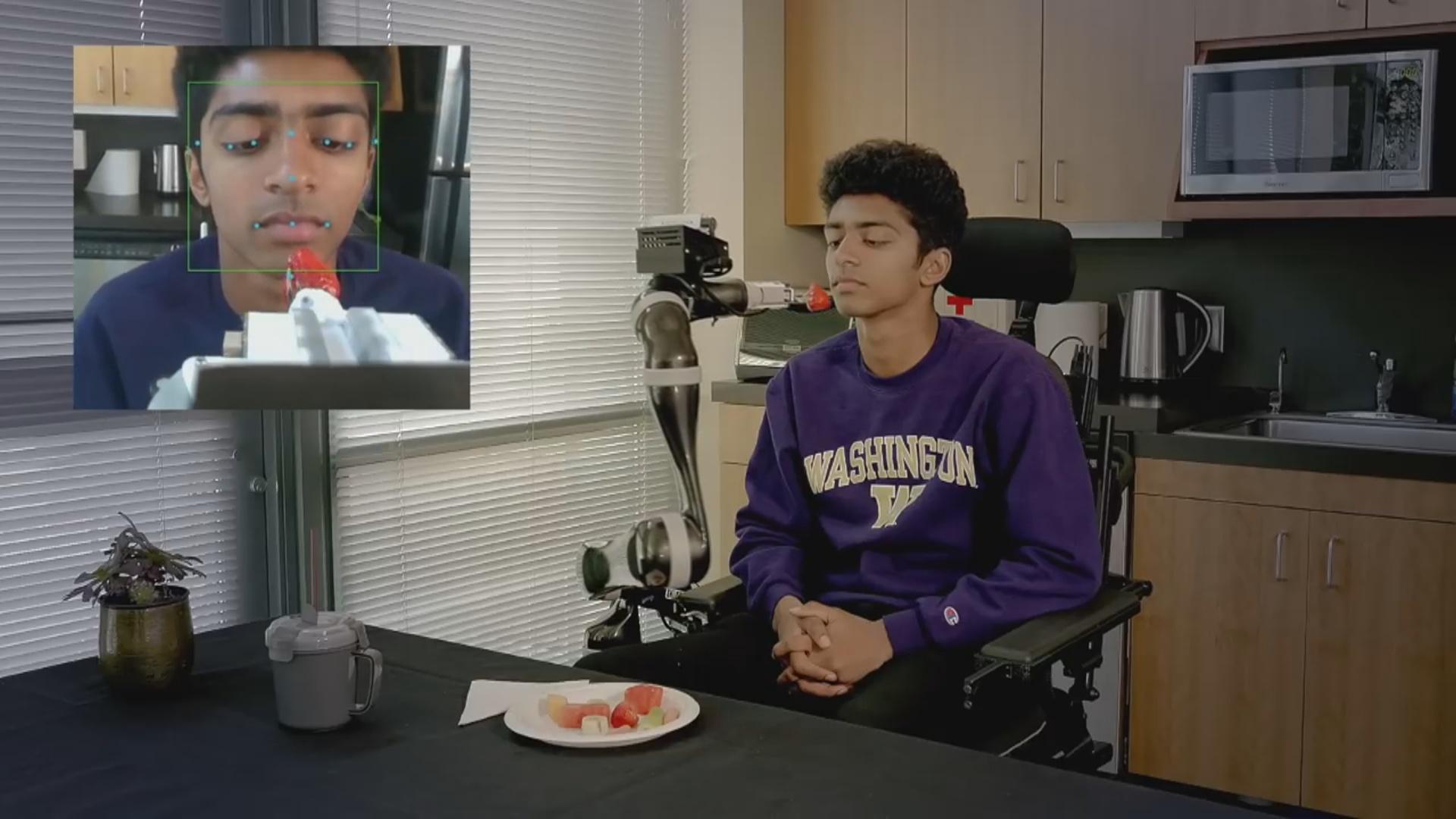 Robot-manipulyator əllərini hərəkət etdirə bilməyən insanları yedirir