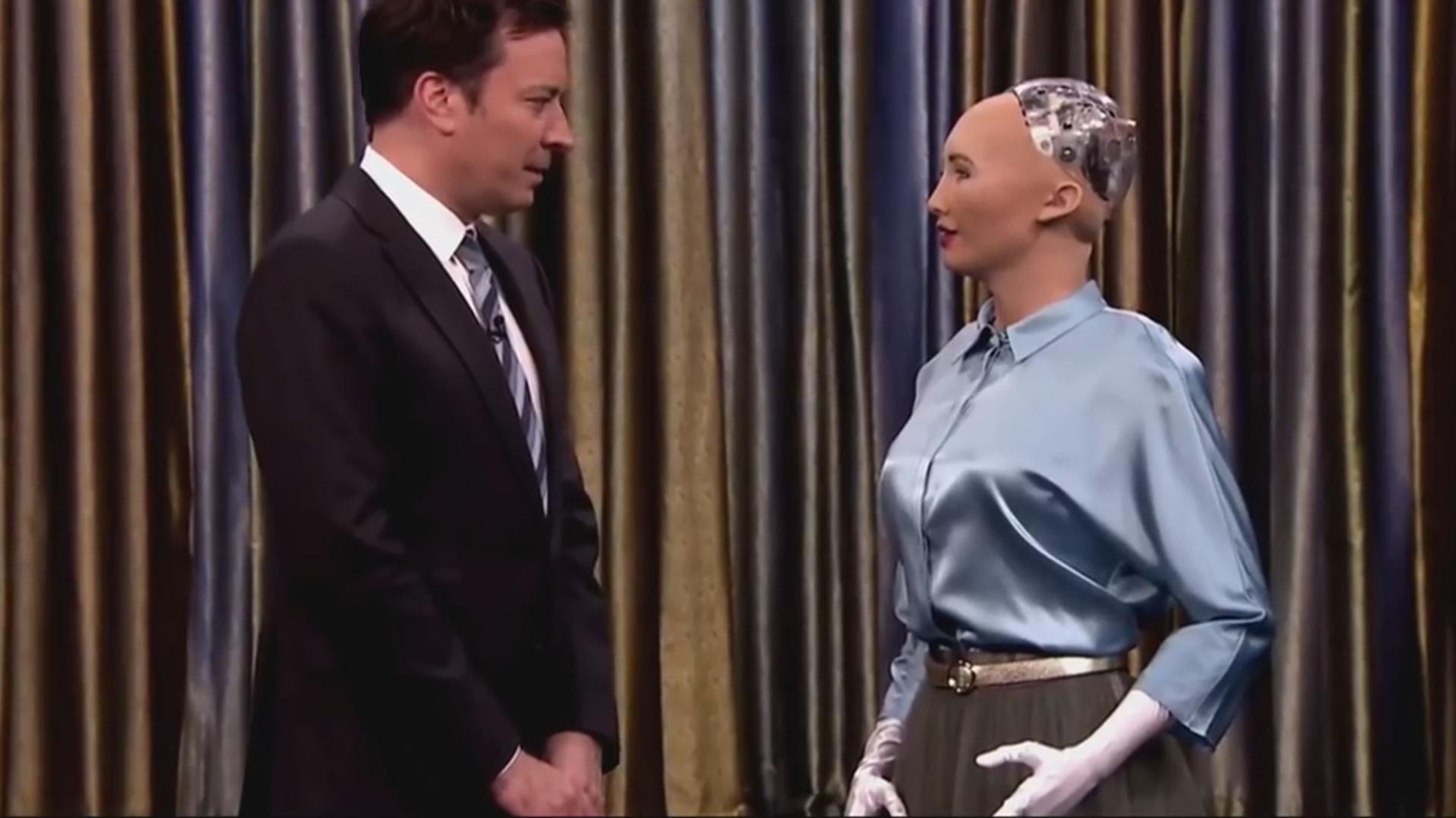 Robot ilə müsahibə maraqla qarşılanıb