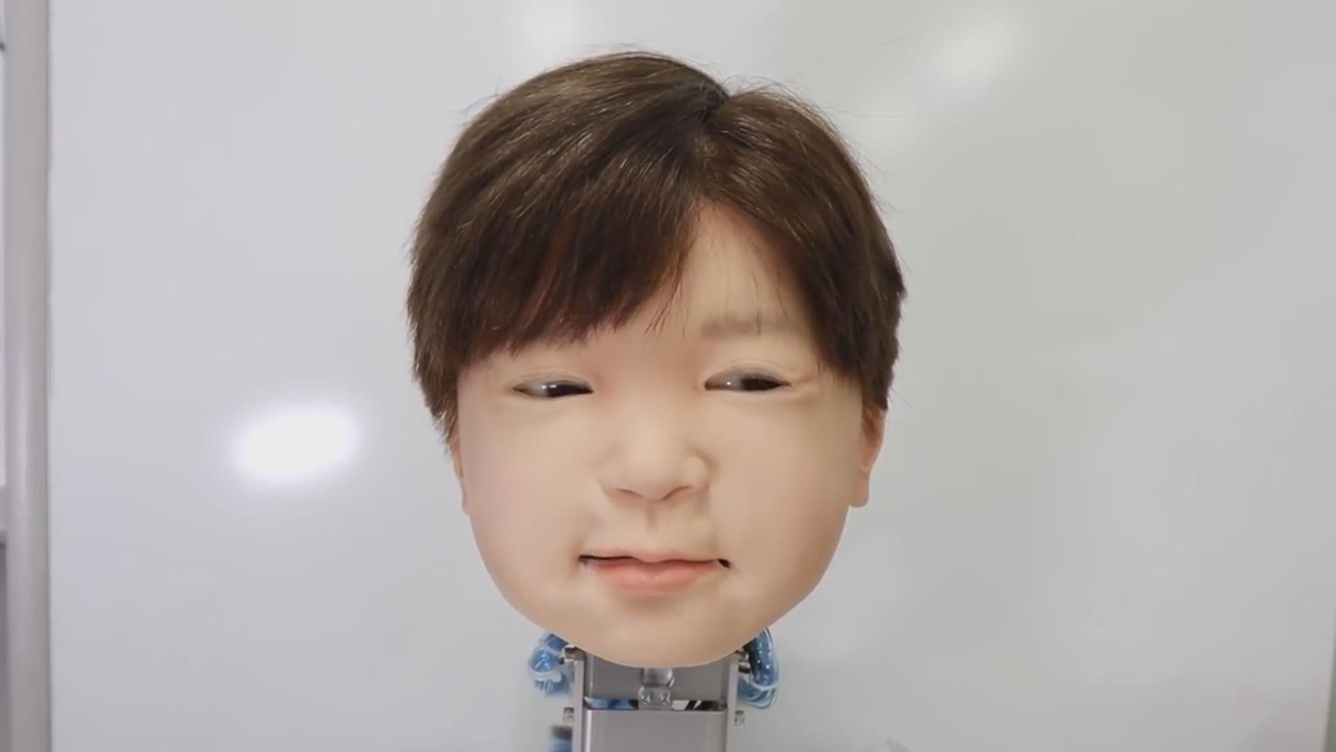 Uşaq sifətinə malik robot emosiyalarını göstərə bilir