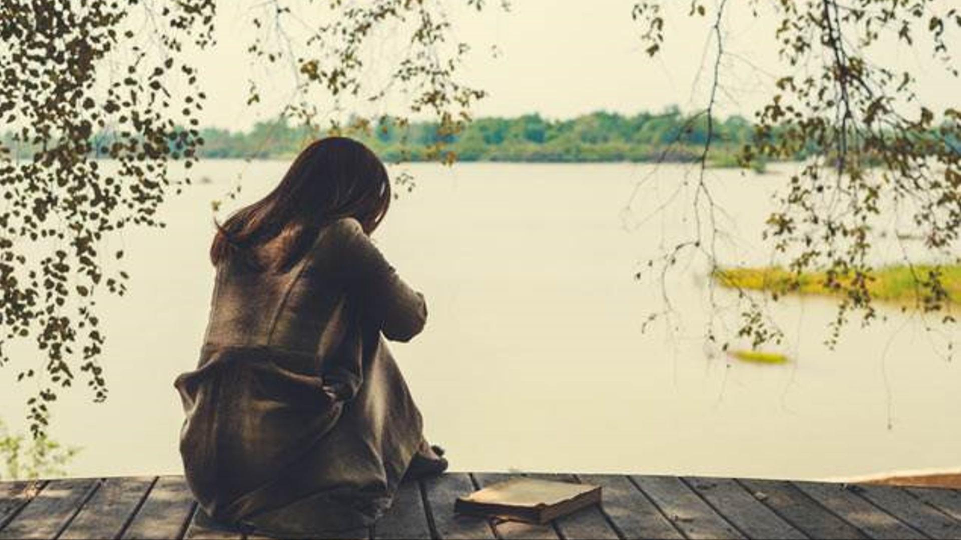 İnsanların özlərini ən çox yalnız hiss etdikləri yaş dövrləri müəyyən olunub