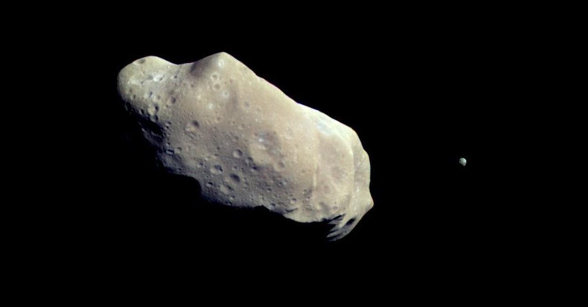Nəhəng asteroid sürətlə Yerə yaxınlaşır