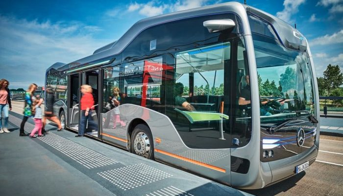 """Dünyada ilk sürücüsüz işləyən """"5G"""" avtobusları sınaqdan keçirilib"""