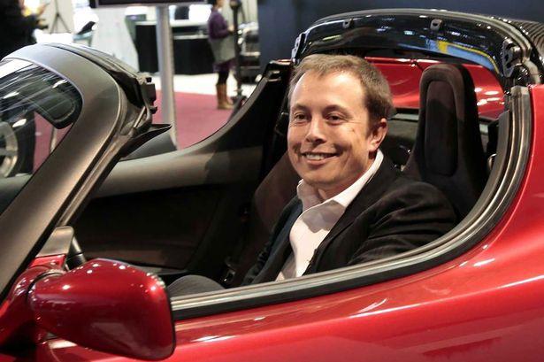 Tesla şirkəti iki mühərrikli elektromobil üzərində işləyir