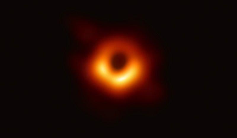 Dünyada ilk dəfə Qara dəliyin fotosu çəkilib