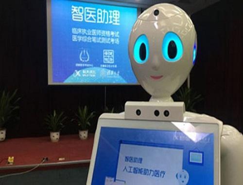 Çində robot ilk dəfə tibb testindən keçib