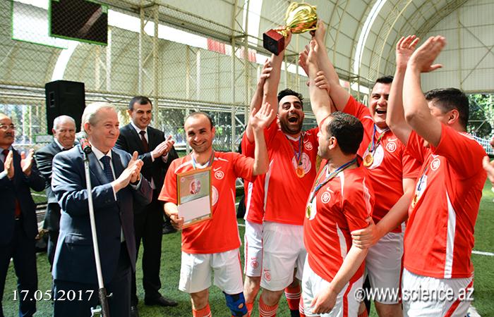 Gənc alim və mütəxəssislərin IV Futbol çempionatının qalibləri mükafatlandırılıb