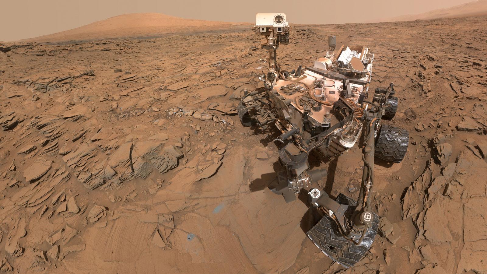 NASA-nın kosmik zondu Marsda ilk dəfə dağa qalxıb