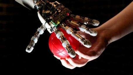 Hissetmə qabiliyyətinə malik robotlar reallığa çevrilir