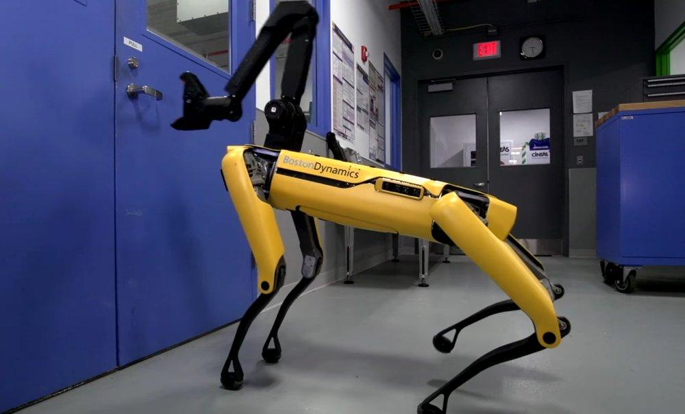 Robotlar bir-birinə kömək edir