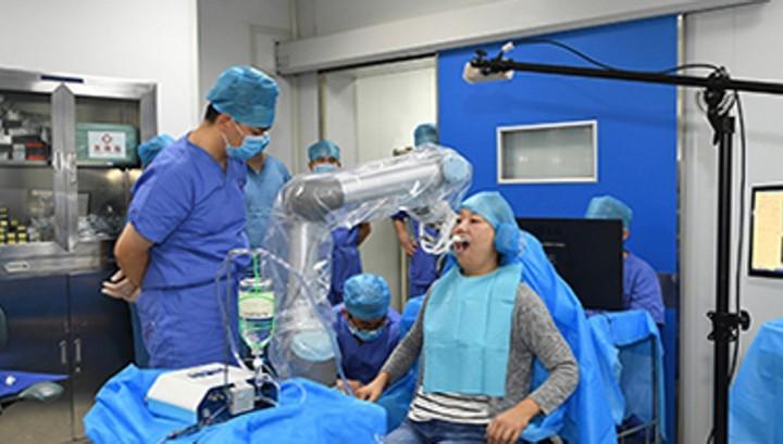 Robot stomatoloq öz işini uğurla həyata keçirib